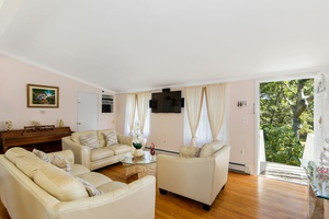EAST HAMPTON 5 BDRM/4 BTH POOL $849,000
