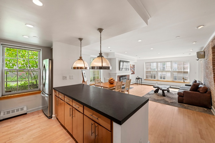 1 Bed Condo w. Wood Burning Fireplace in the Heart of the Seaport District
